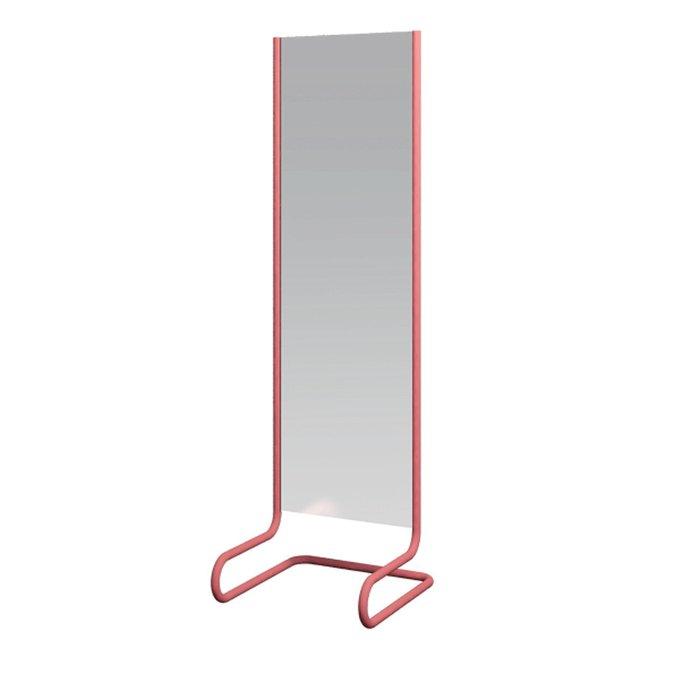 Напольное зеркало в раме розового цвета