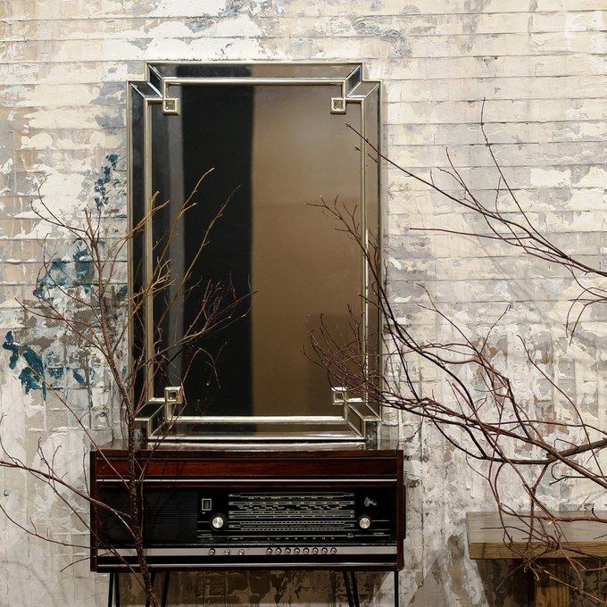 Настенное зеркало Астрид Силвер в граненой раме с зеркальным слоем