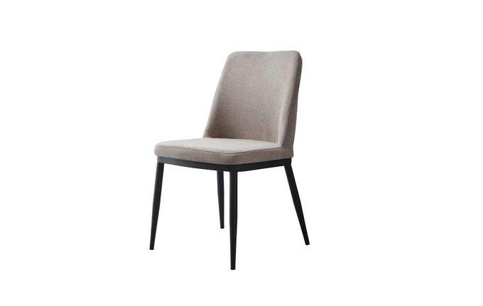 Мягкий стул в бежевой обивке