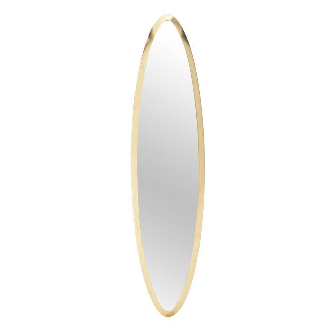 Настенное зеркало в раме из дерева золотого цвета