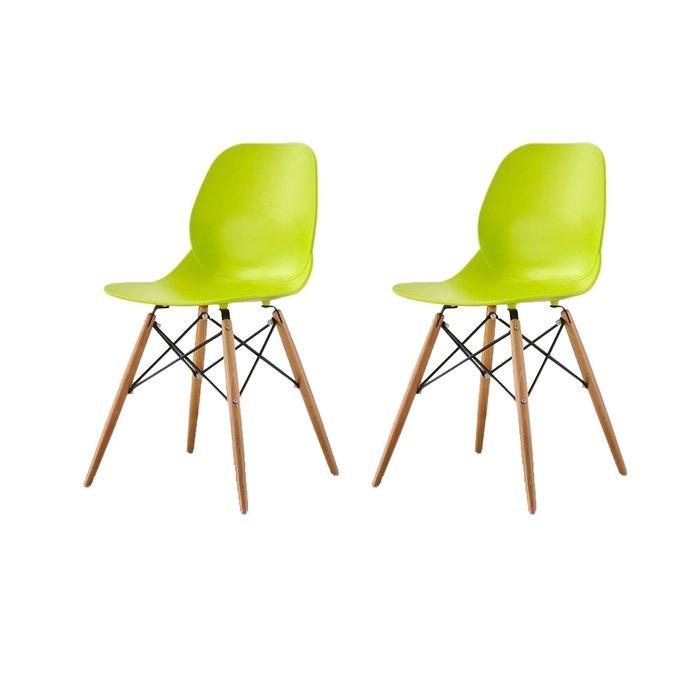 Набор из двух стульев лаймового цвета на деревянных ножках