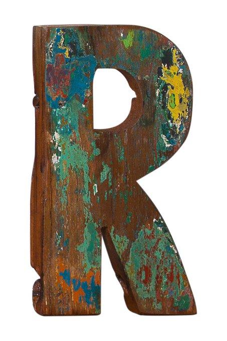 Декор буква R из фрагмента рыболовецкого судна