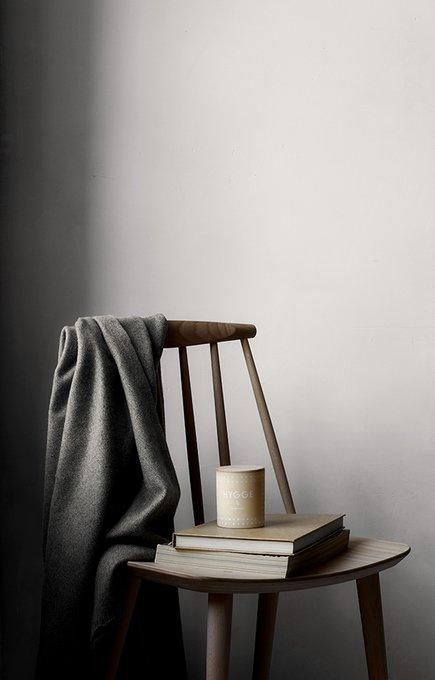 Ароматическая свеча Hygge бежевого цвета с крышкой