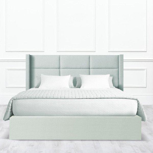 Кровать Corona из массива с обивкой бледно-зеленого цвета