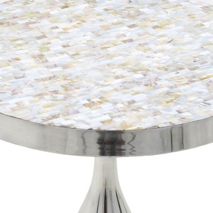 Кофейный стол серебристого цвета