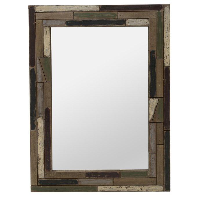 Настенное зеркало в деревянной раме коричневого цвета