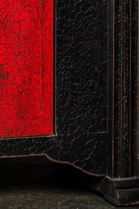 Комод Гуй-джя красно-черного цвета