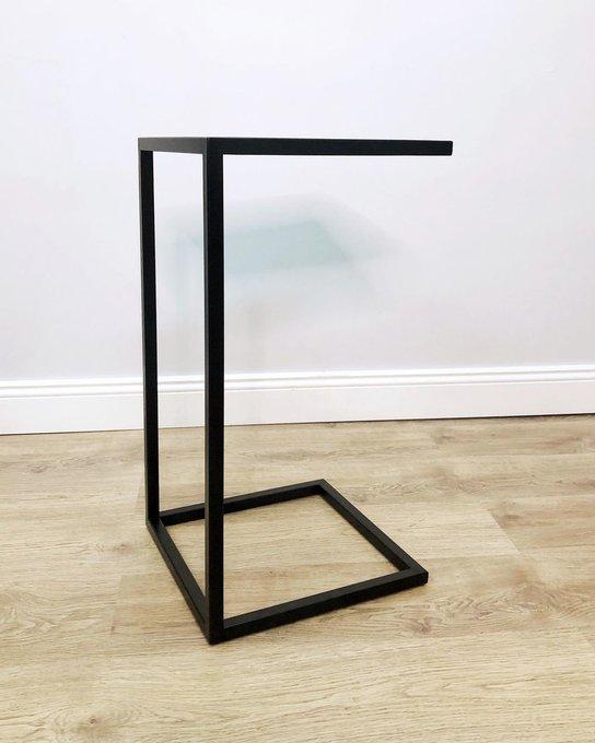 Прикроватный столик черного цвета
