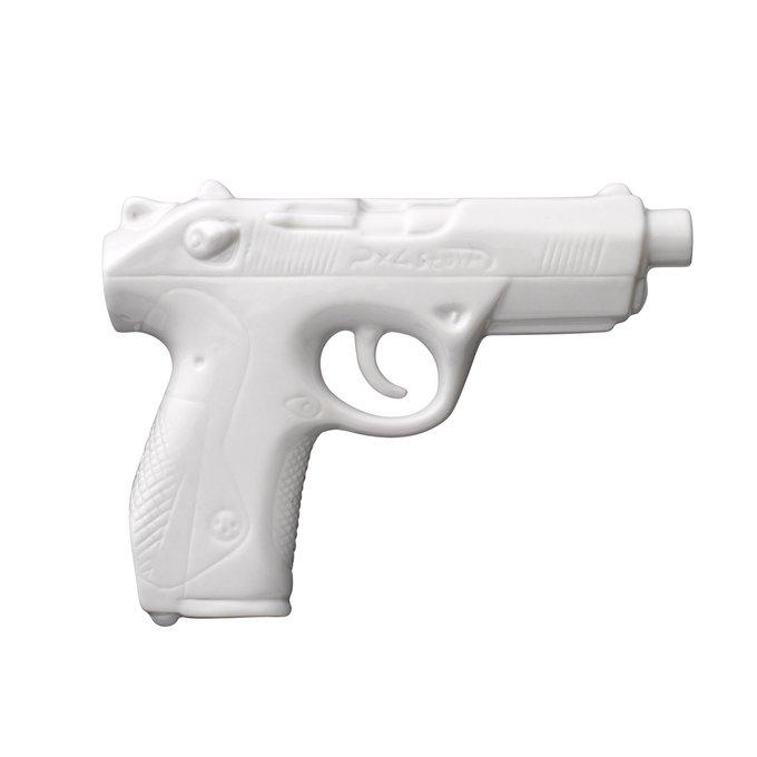 Ваза в форме пистолета белого цвета