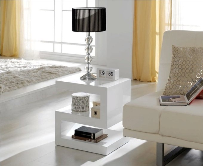 Стол-консоль белого цвета