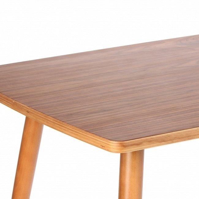 Обеденный стол Komoro с ножками из букового дерева