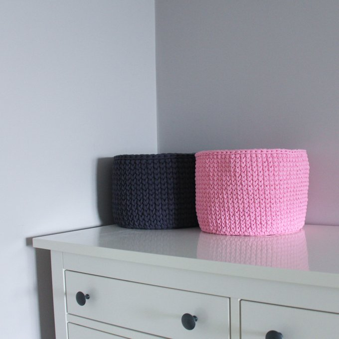 Вязаная корзина Розовая круглая малая