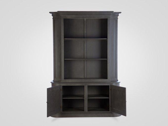 Библиотека окрашена в серый цвет с патиной