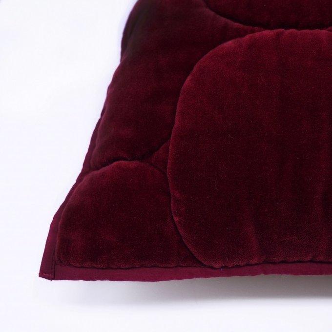 Бархатный чехол на подушку Хвойное утро бордового цвета