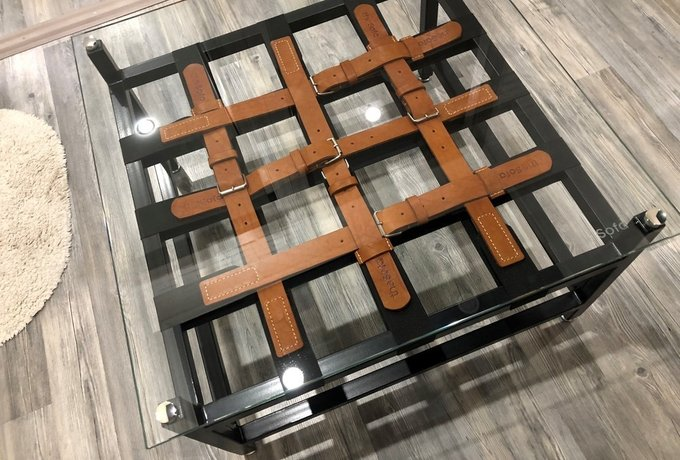 Журнальный столик со стеклянной столешницей