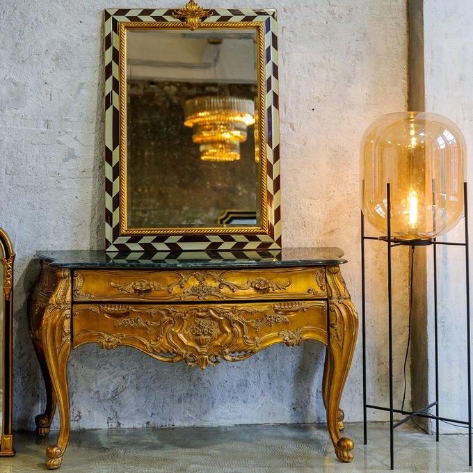 Настенное зеркало Бенедикт в раме с черно-белым орнаментом
