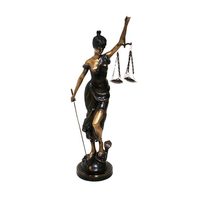 Статуэтка Van Roon Lady of Justice выполнена из состаренной бронзы