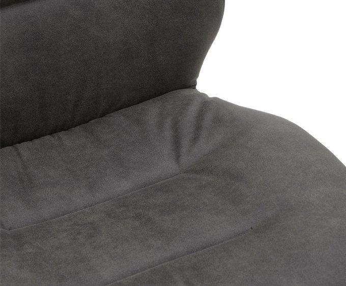Стул на металлических ножках серого цвета