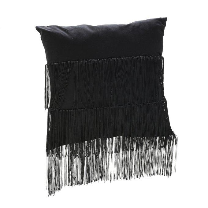 Подушка с бахромой черного цвета