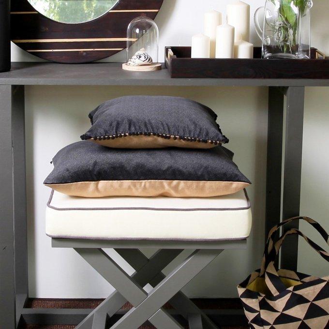 Декоративная подушка BLACK SAND POMPON
