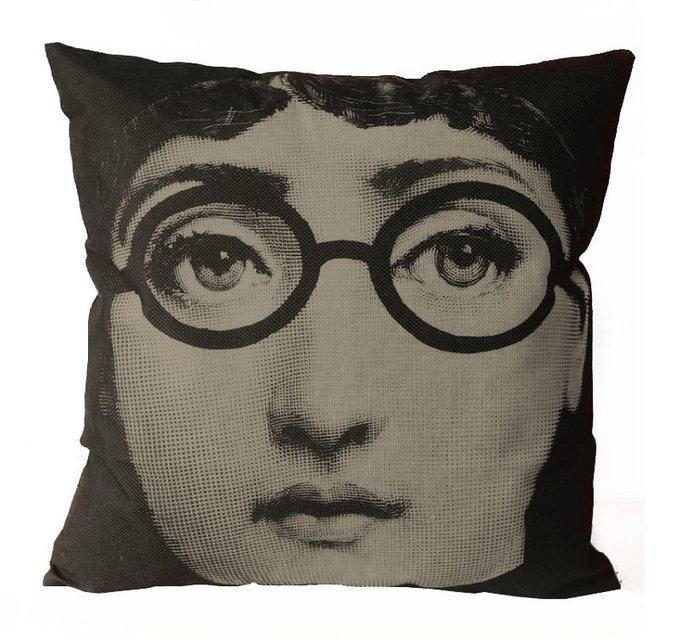 Подушка с портретом Лины Пьеро Форназетти Glasses