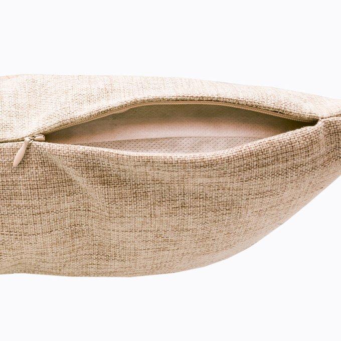 Интерьерная подушка Акцент на коралловый бежевого цвета