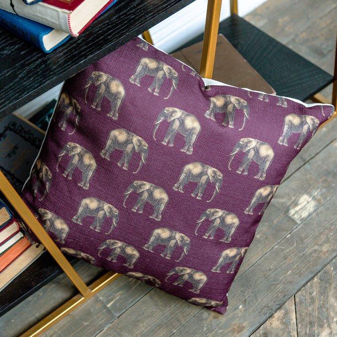 Интерьерная подушка Группа слонов в бордовом