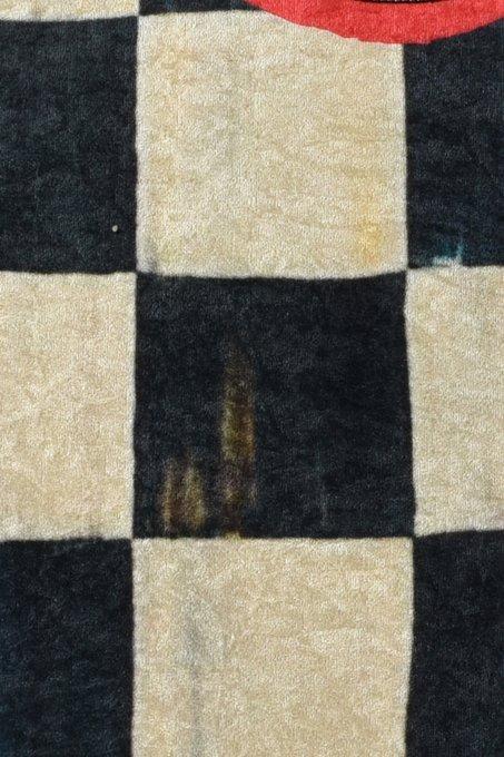 Ковер черно-белого цвета 140x140