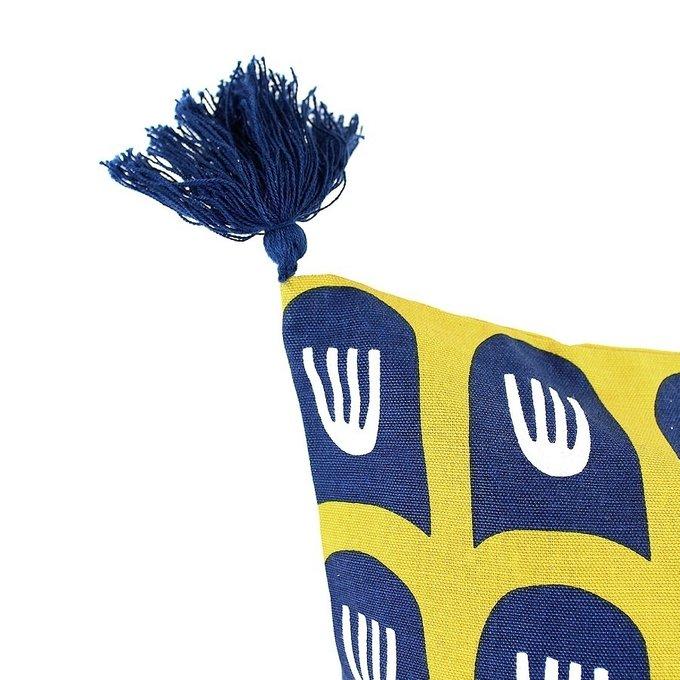 Двухсторонний чехол для подушки Blossom time с кисточками