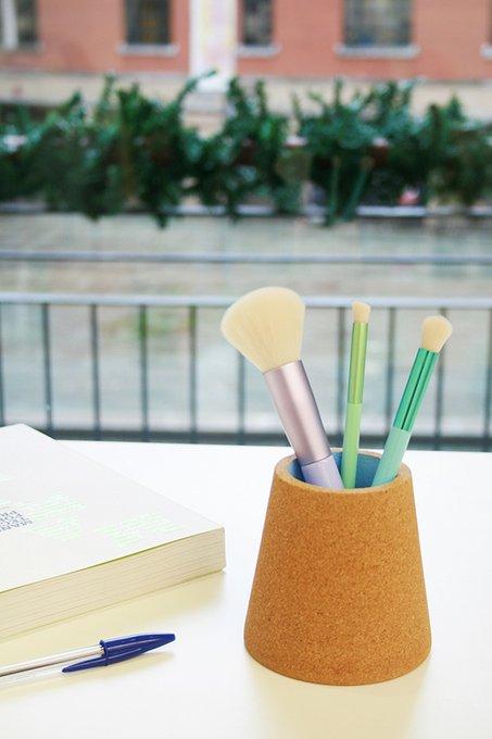 Стакан для ручек из пробки синего цвета