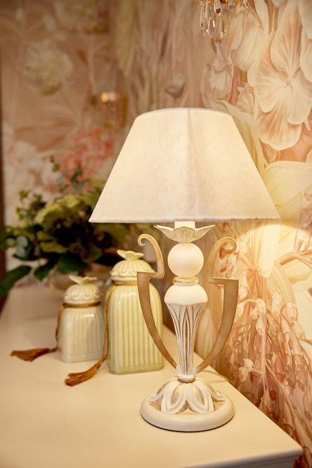 Настольная лампа Monile с металлическим основанием