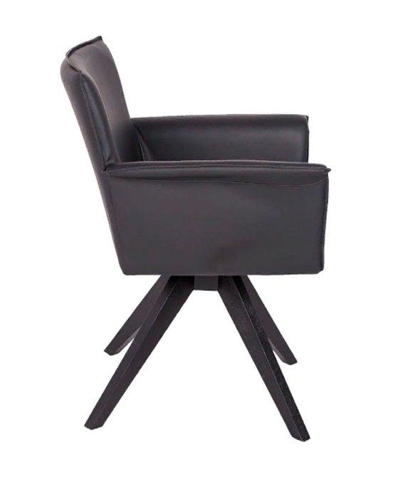 Поворотное кресло черного цвета