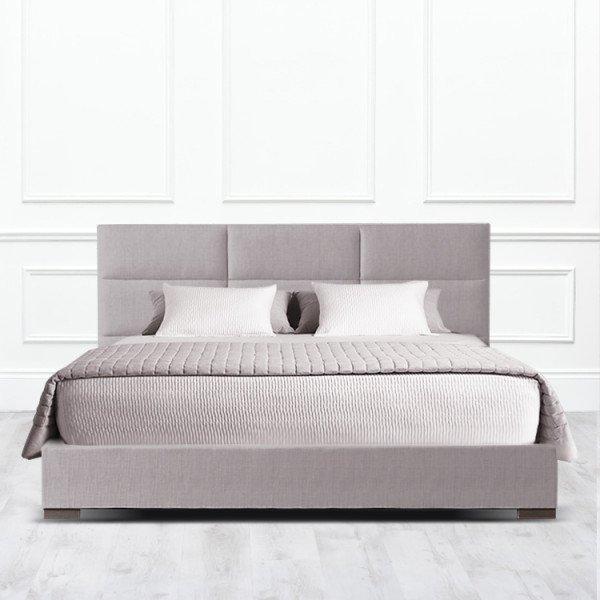 Кровать Corona из массива с обивкой серо-коричневого цвета