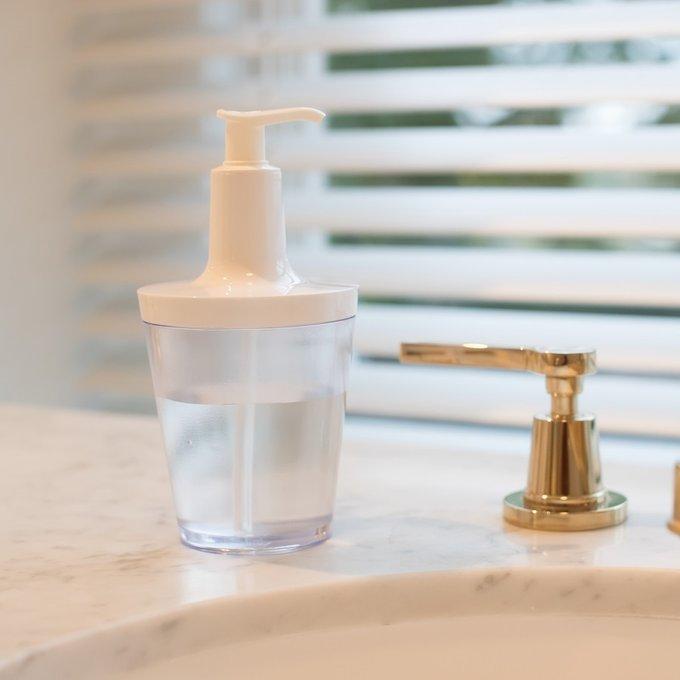 Диспенсер для мыла Flow белого цвета
