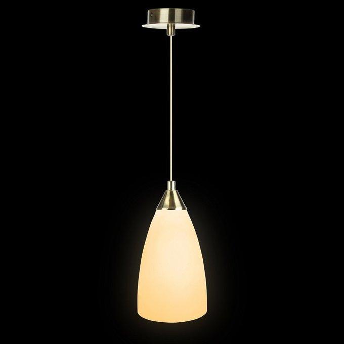 Подвесной светильник из латуни и матового бежевого стекла