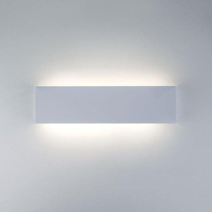 Настенный светодиодный светильник Straight белого цвета
