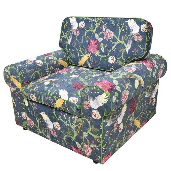 Кресло с цветной обивкой