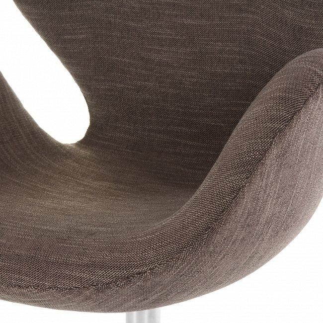 Кресло на колесиках темно-коричневое