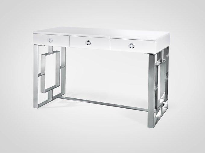 Стол письменный с тремя ящиками