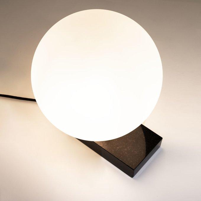 Настольная лампа Manz с белым плафоном