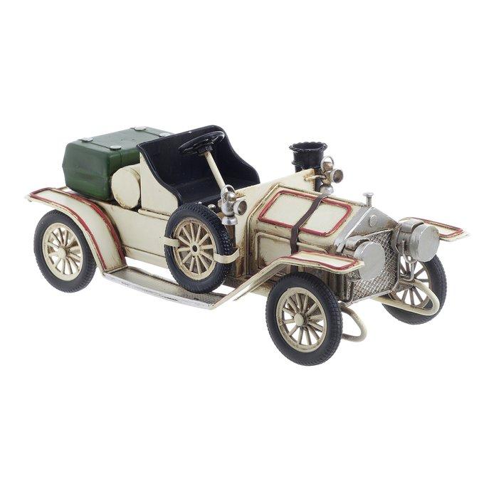 Модель ретроавтомобиля из металла