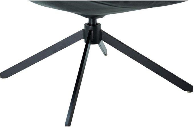 Кресло коричневого цвета с металлическим основанием