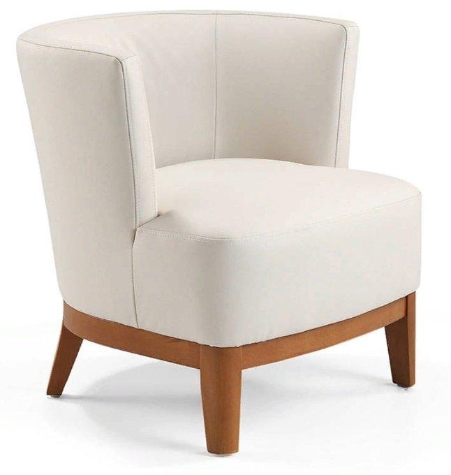 Кресло в обивке из кожи белого цвета