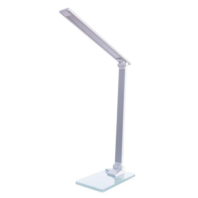 Настольная лампа белого цвета на прямоугольном основании