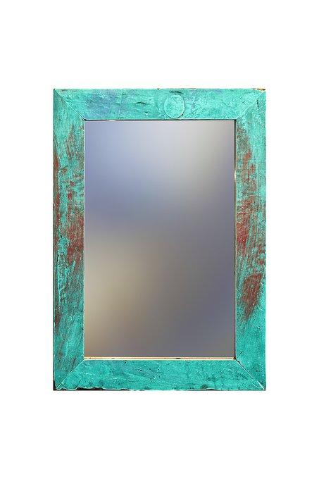Настенное зеркало в раме из старого тика