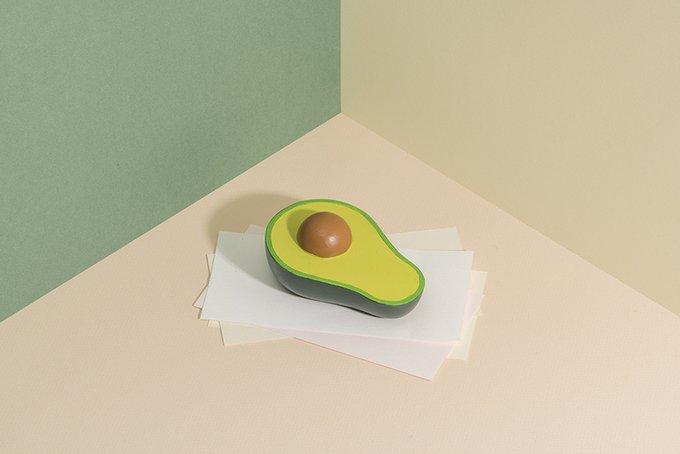 Пресс-папье Unboring Avocado зеленого цвета