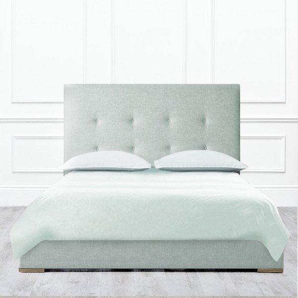 Кровать Davenport из массива с обивкой зелено-серого цвета