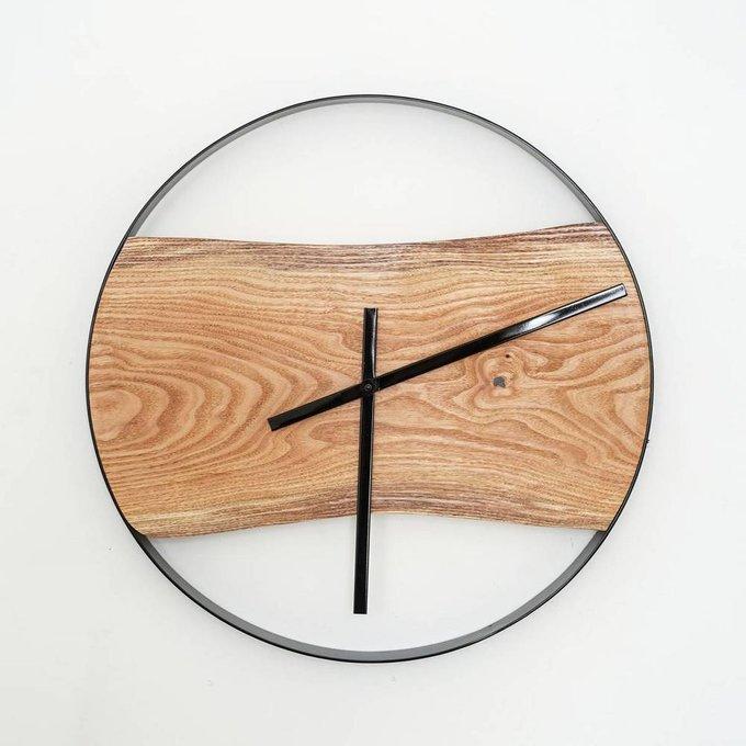 Часы с черной металлической окантовкой большие