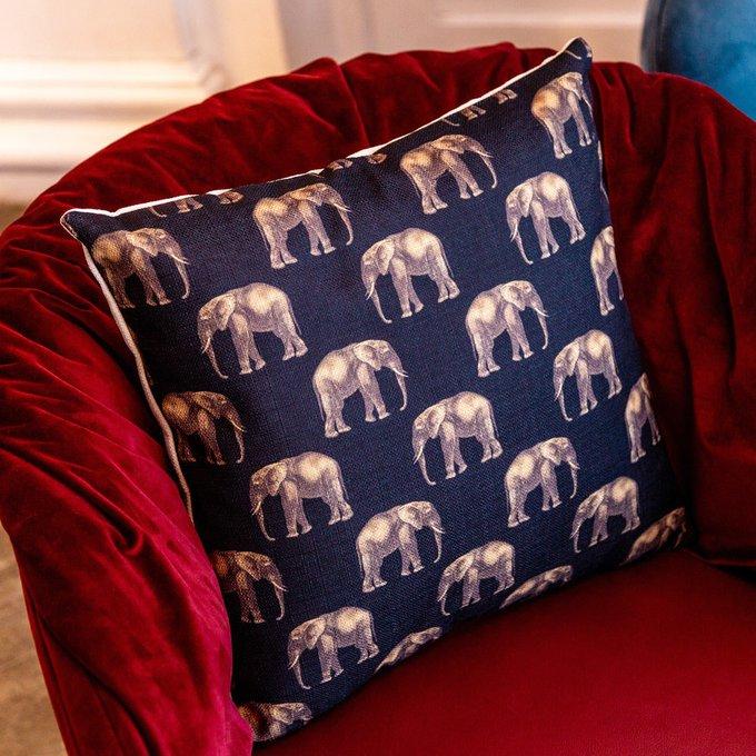 Интерьерная подушка Группа слонов в черном 45х45