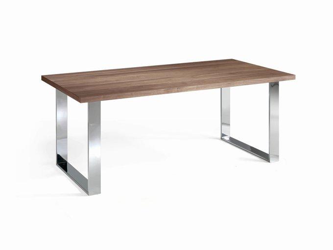 Обеденный стол на стальных ножках
